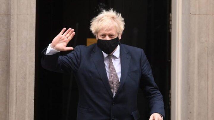 Reino Unido pode iniciar vacinação a 7 de dezembro. Boris promete levantar restrições em fevereiro